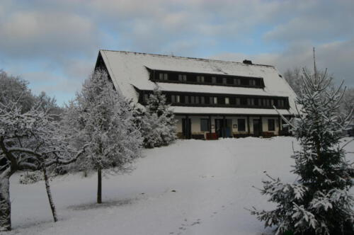 Säulenhaus im Winter
